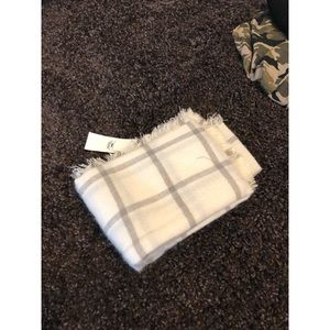 White/Cream and gray scarf